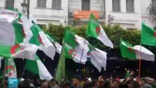 الحراك الشعبي في الجزائر متواصل منذ 22 فبراير/شباط.