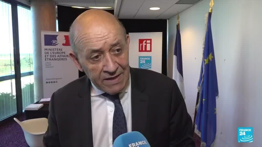 2021-10-11 23:14 Jean-Yves Le Drian signe un accord avec France Médias Monde pour lutter contre la manipulation de l'information