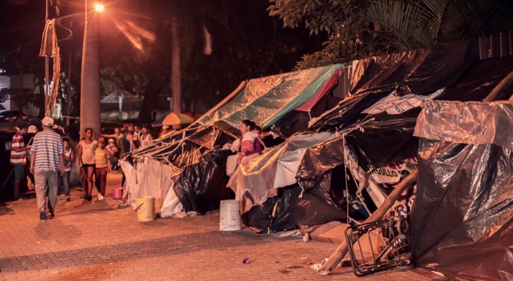 Cientos de migrantes habitan en improvisadas tiendas de campar, tras perder sus ingresos en medio de las restricciones impuestas a la economía en un intento por frenar la propagación del Covid-19.En el Parque del Agua, Bucaramanga, Colombia, el 18 de junio de 2020.