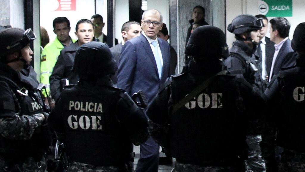 El vicepresidente de Ecuador, Jorge Glas, llega a juicio ante la Corte Nacional de Justicia en Quito, Ecuador, el 24 de noviembre de 2017.