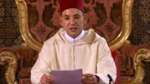 Le roi du Maroc Mohammed VI devient à 35 ans le 23e souverain de la dynastie alaouite, le 30 juillet 1999.