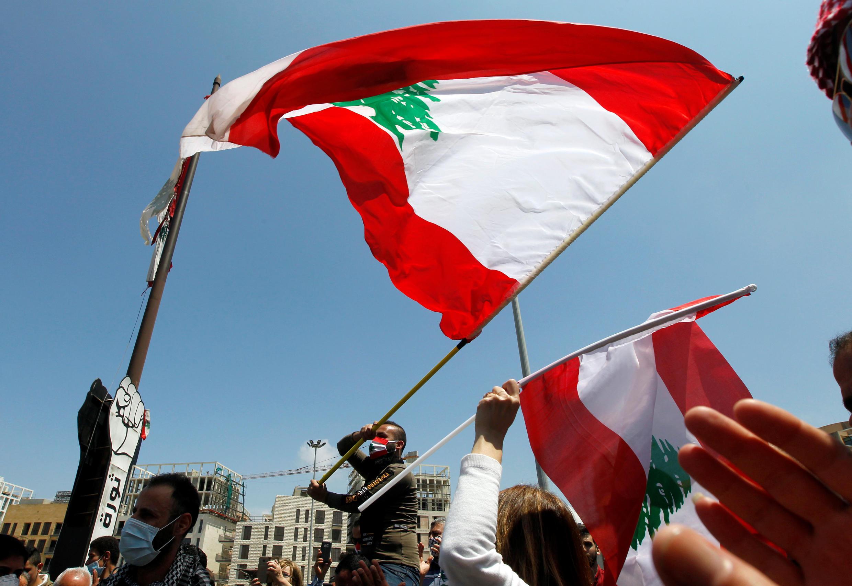 Les manifestants libanais protestent contre les difficultés économiques croissantes et célèbrent la fête du Travail dans la capitale, Beyrouth, le 1er mai 2020.