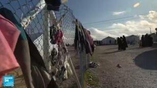 """نساء من تنظيم """"الدولة الإسلامية"""" في مخيم بسوريا"""