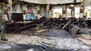 Une photo diffusée par l'armée montrant des débris à l'intérieur de l'église ciblée par le double attentat du 27 janvier 2019..
