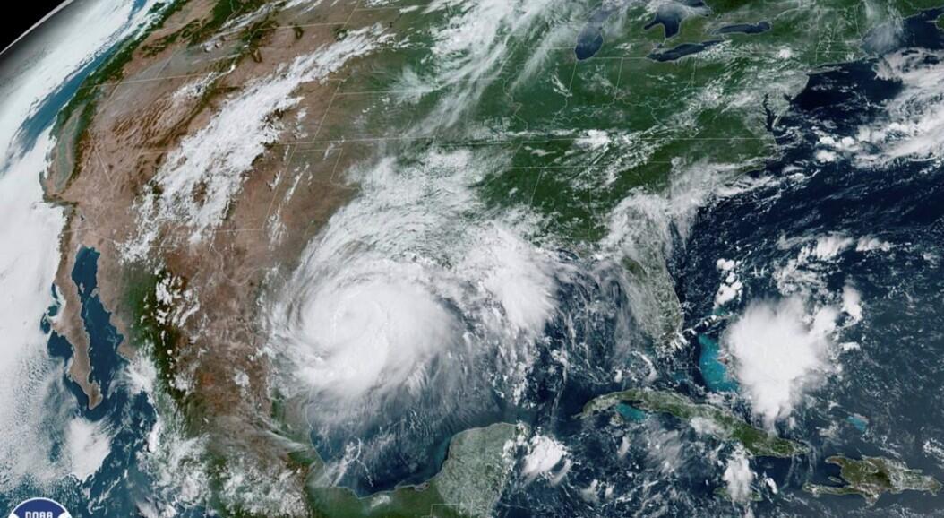 Una imagen satelital muestra al huracán Hanna en el Golfo de México, mientras se acerca a la costa de Texas, EE. UU., el 25 de julio de 2020.