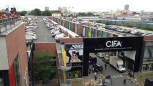 السوق الدولية فرنسا آسيا بضاحية أوبيرفيلييه في باريس، حيث غالية التجار صينيون.