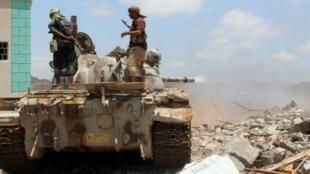 القوات اليمنية الموالية للحكومة تجتمع في الضواحي الشرقية للحديدة في 9 نوفمبر 2018