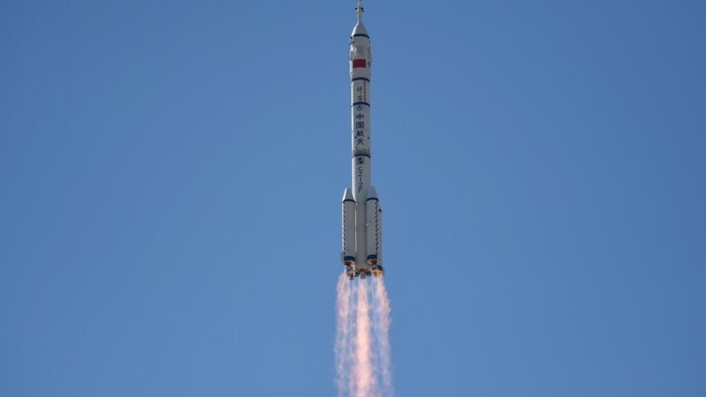La première mission habitée vers la station spatiale chinoise a décollé