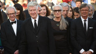 مخرجون حائزون على السعفة الذهبية : بيلي أوغوست، كوستا غافراس، جين كامبيون، ديفيد لينش، كان لونتش (من اليمين إلى اليسار)