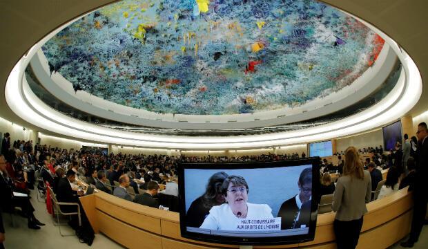 Los delegados escuchan el discurso de la nueva Alta Comisionada de las Naciones Unidas para los Derechos Humanos Michelle Bachelet durante el Consejo de Derechos Humanos en las Naciones Unidas en Ginebra, Suiza, el 10 de septiembre de 2018.