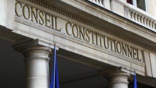 """Les avocats d'un militant écologiste assigné à résidence avaient déposé une question prioritaire de constitutionnalité (QPC), jugeant le texte contraire """"à la liberté constitutionnelle d'aller et de venir""""."""