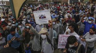 Trabajadores rurales protestan exigiendo mayores ingresos en Viru, 510 km al norte de Lima, el 30 de diciembre de 2020
