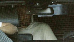 Le 5 novembre, Karim Benzema quitte le palais de justice de Versailles .