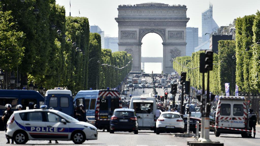 L'avenue des Champs-Élysées était bouclée le 19 juin 2017 après une tentative ratée d'attentat.