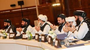 عناصر طالبان خلال محادثات في الدوحة بتاريخ 8 تموز/يوليو 2019