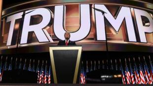 Donald Trump alors qu'il n'était encore que candidat milliardaire à la présidence des États-Unis lors de la convention républicaine.