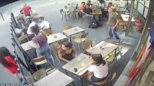 صورة مقتطفة من فيديو نشر على يوتيوب وأغلب صوره مستمدة من كاميرا المراقبة