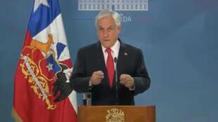 Captura de pantalla del video en el que el presidente Sebastián Piñera anuncia un paquete de medidas para sofocar las protestas en Santiago de Chile, Chile, el 22 de octubre de 2019.