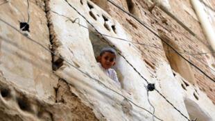 طفل يمني في المدينة القديمة في صنعاء بتاريخ 5 آب/اغسطس 2020