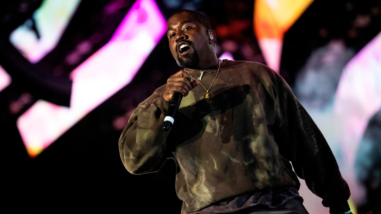 En la imagen el polémico rapero Kanye West en concierto. Foto de archivo.