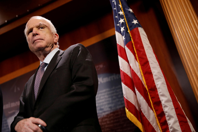 John McCain en el recinto del Capitolio estadounidense en 2017.