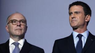 رئيس الوزراء الفرنسي مانويل فالس ووزير الداخلية برنار كازنوف