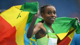 L'Éthiopienne Almaz Ayana a ouvert la semaine de l'athlétisme aux Jeux en explosant de 14 secondes le record du monde du monde du 10.000 m (29:17.45), vieux de 23 ans.