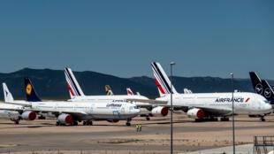 Aviones de varias aerolíneas permanecen estacionados en el aeropuerto de almacenaje y mantenimiento de Teruel, el 18 de mayo de 2020 al este de España