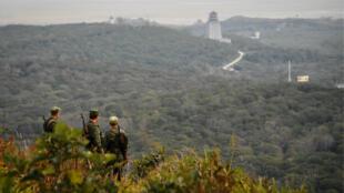 Des gardes frontières russes patrouillent à la frontière avec la Corée du Nord, le 26 septembre 2017.