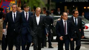 Los exfuncionarios del gabinete catalán llegan al Tribunal Superior de España después de haber sido convocados para declarar por los cargos de rebelión, sedición y uso indebido de fondos públicos al desafiar al gobierno central tras celebrar un referendo secesionista y autoproclamar la independencia.
