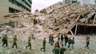 L'ambassade américaine de Nairobi a été soufflée par l'explosion d'un camion piégé, le 7 août 1998.