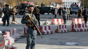 رجال أمن أفغان في موقع انفجار وقع في12 نوفمبر/تشرين الثاني 2018 في كابول