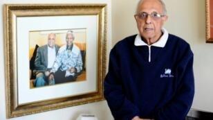 القيادي في الكفاح ضد الفصل العنصري في جنوب افريقيا احمد كاثرادا في جوهانسبرغ في 16 تموز/يوليو 2012