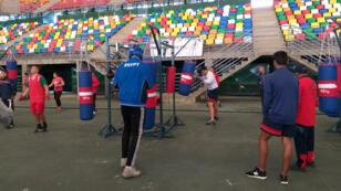 Unos boxeadores se preparan para los Juegos Olímpicos de la Juventud en el estadio Mary Terán de Weiss del Parque Olímpico de Buenos Aires, Argentina.