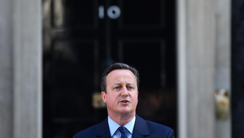 El primer ministro británico, David Cameron, habla con la prensa frente al número 10 de Downing Street, el 24 de junio de 2016.
