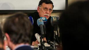 رئيس حكومة الوفاق الليبية فايز السراج خلال مؤتمر صحافي بطرابلس في 15 شباط/فبراير 2020
