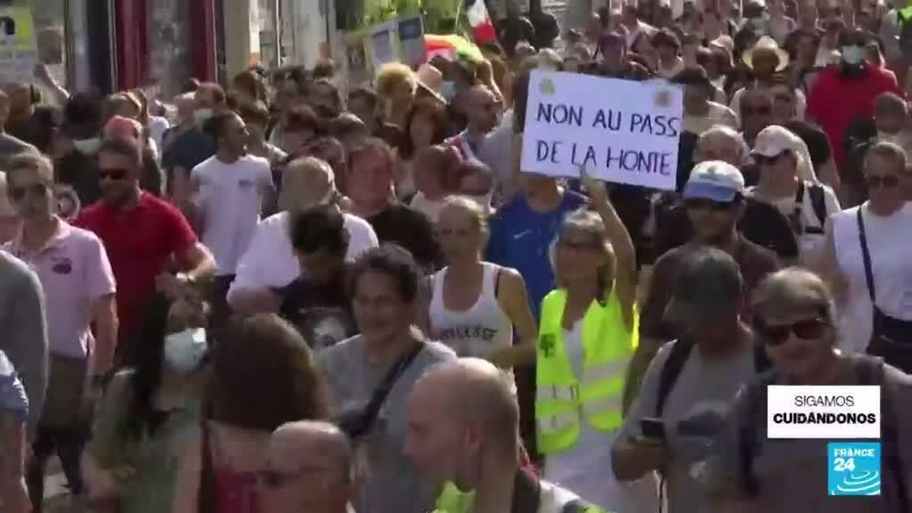 """2021-07-22 14:35 Francia: cientos marchan en rechazo al """"pase de la vergüenza"""""""