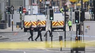 L'attaque, revendiquée par le groupe État islamique, aurait été perpétrée par Salman Abedi.