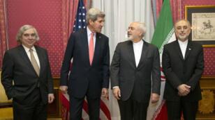 Le secrétaire d'État américain John Kerry et son homologue iranien Mohammad Javad Zarif se retrouvent, lundi 16 mars à Lausanne, pour sceller un accord sur le nucléaire iranien.