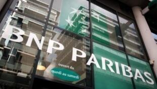 La banque française est l'un des neuf établissements accusés d'avoir manipulé le marché des changes.