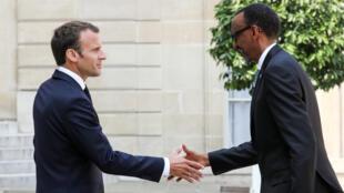 Le président rwandais Paul Kagame reçu à l'Élysée par Emmanuel Macron, le 23 mai 2018.