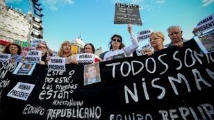 Cientos de personas participan en una manifestación para pedir justicia en el caso del fiscal Alberto Nisman al cumplirse cuatro años de su muerte en el obelisco de la ciudad de Buenos Aires, el 18 de enero de 2019..