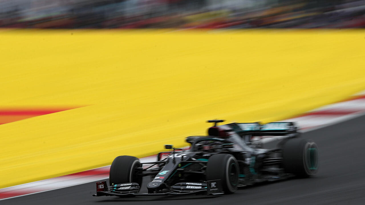Hamilton usurps Schumacher with record 92nd F1 win