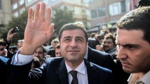 """Selahattin Demirtas a été condamné, en 2018, à 4 ans et 8 mois de prison pour """"propagande terroriste""""."""