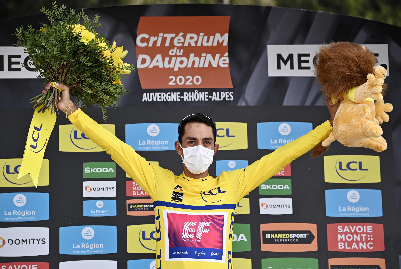 El colombiano Daniel Martinez, ganador del Critérium du Dauphiné, en Megève, el 16 de agosto de 2020.