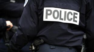 Les enquêteurs s'intéressent notamment à la provenance des armes de Karim Cheurfi, qui a tué Xavier Jugelé le 20 avril à Paris.