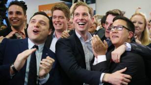 La joie des militants du CDU après la victoire de leur parti à l'élection régionale du 14 mai.