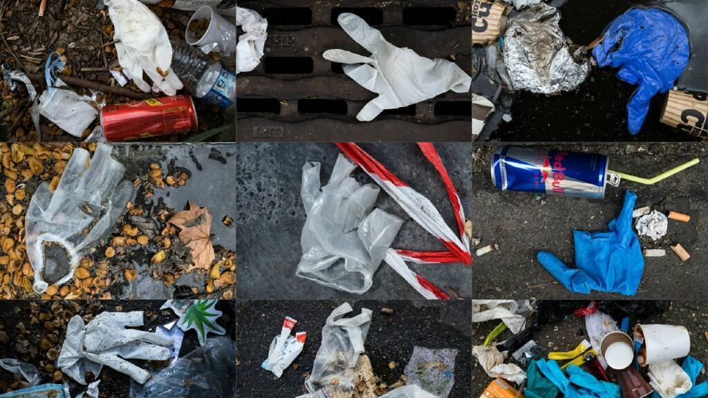 Guantes de protección se ven entre los desechos plásticos de las calles de París, Francia, en una imagen tomada el 29 de marzo.