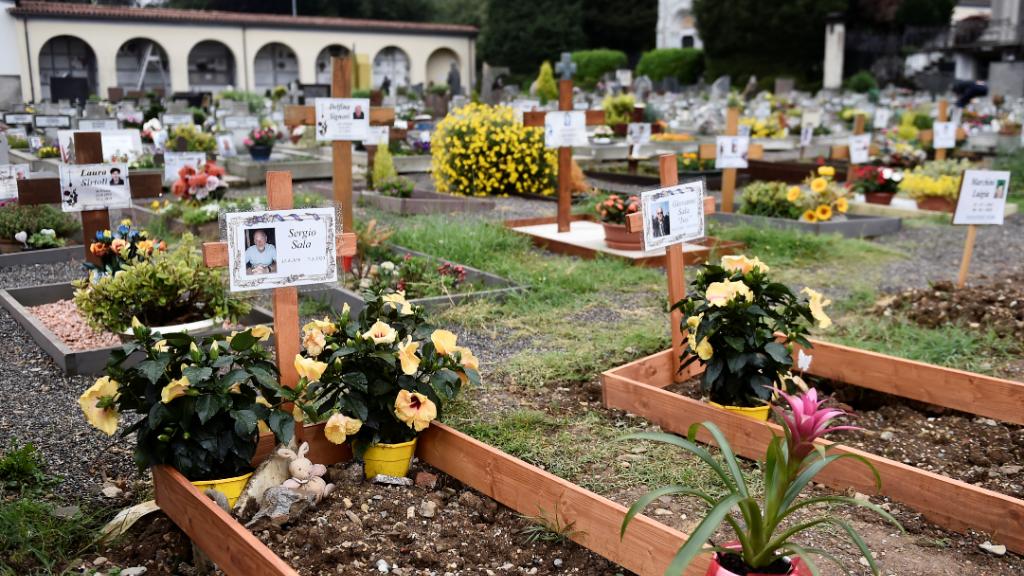 Imagen de un cementerio del 13 de mayo en Bérgamo, Italia, donde se puede comprobar el impacto del coronavirus en la ciudad lombarda, una de las más afectadas por la pandemia.