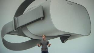 Mark Zuckerberg présentant l'Oculus Go.